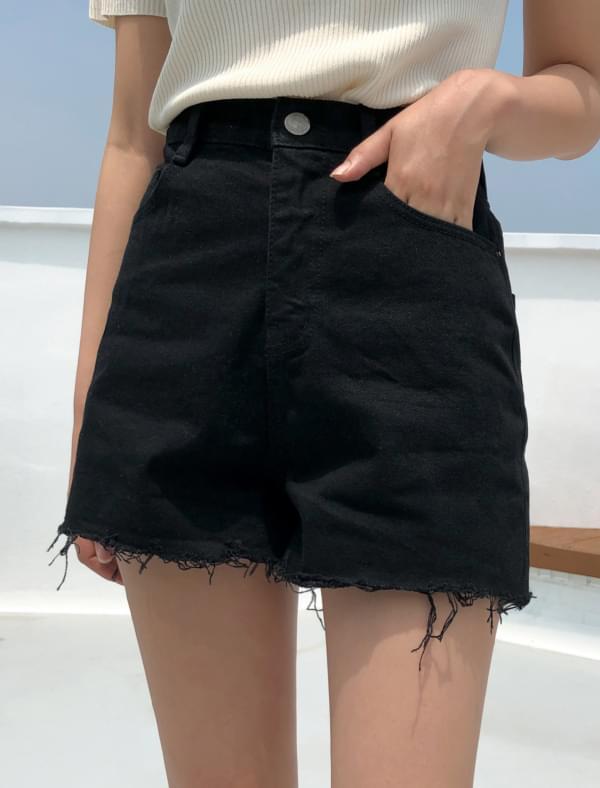 cutting detail denim shorts
