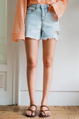 Wild denim shorts