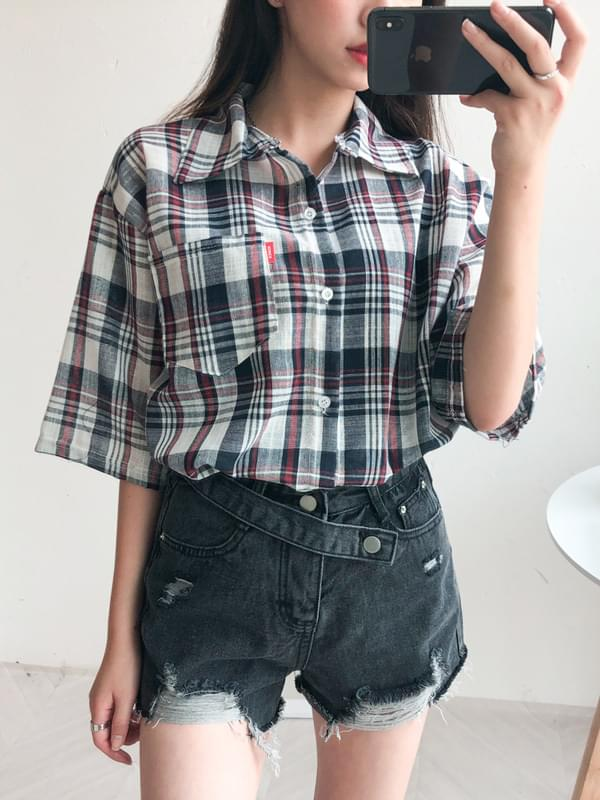 Diagonal belt jeans