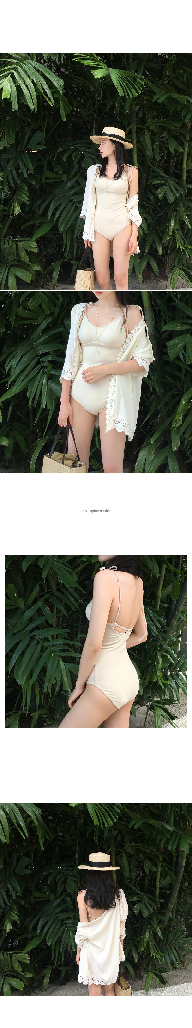 Offer sand bikini