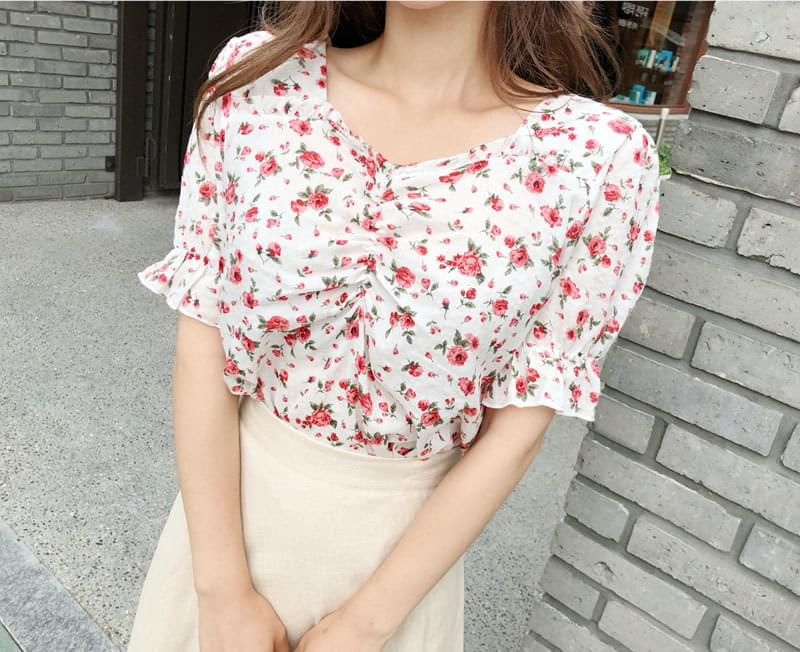 Bust Shearing Flower Blouse