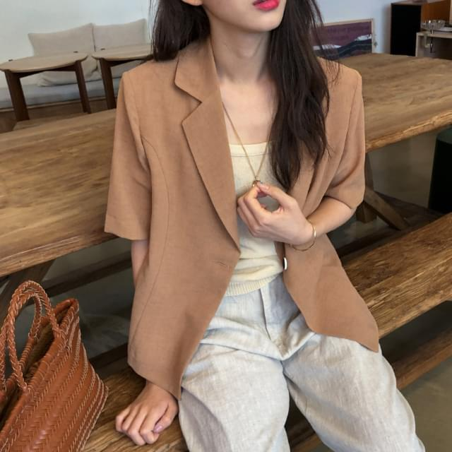 Trendy one-button short-sleeved jacket