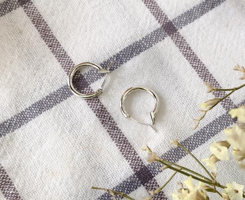 Basic silver ring earrings