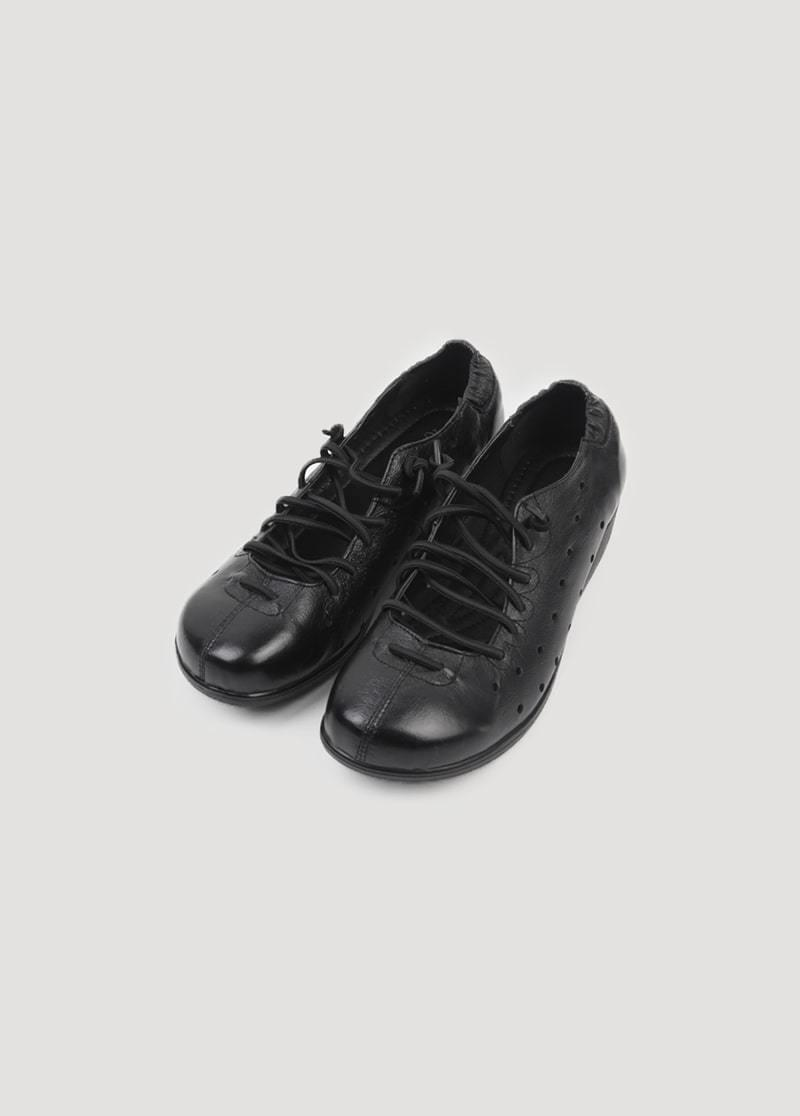 Tie-up foam shoes