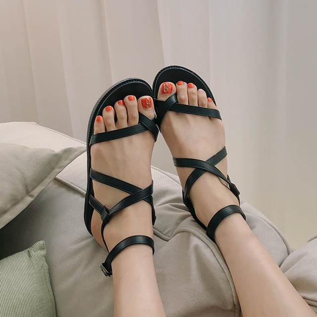 Mare strap buckle sandals