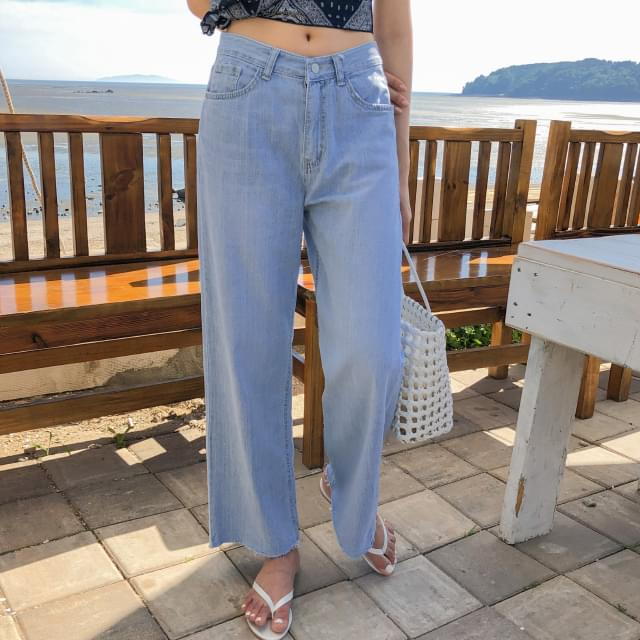 Hem-cutting wide trousers