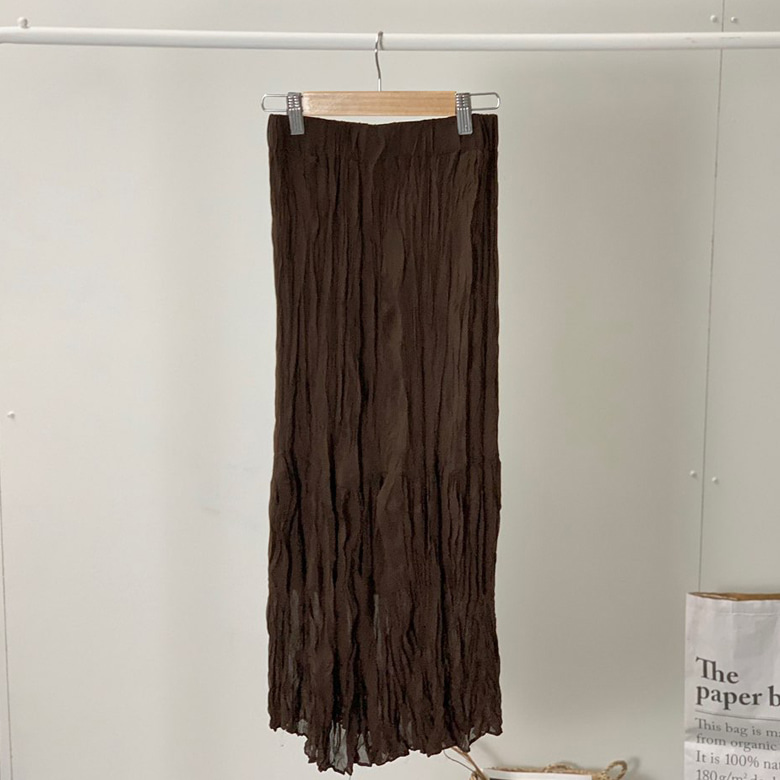 Long skirt with pleated skirt