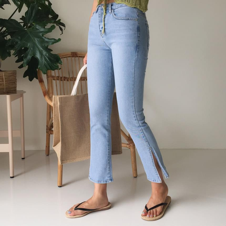 Deep slit denim pants
