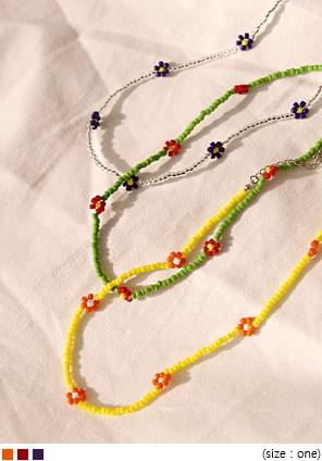 MOLY FLOWER BEADS NECKLACE