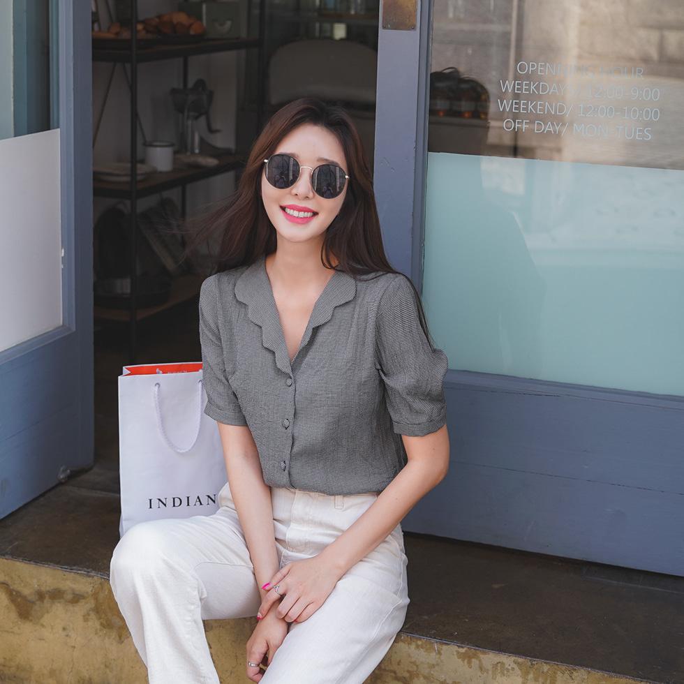 Wave color blouse