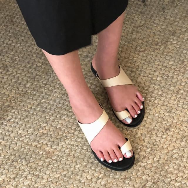 trendy bold strap slipper