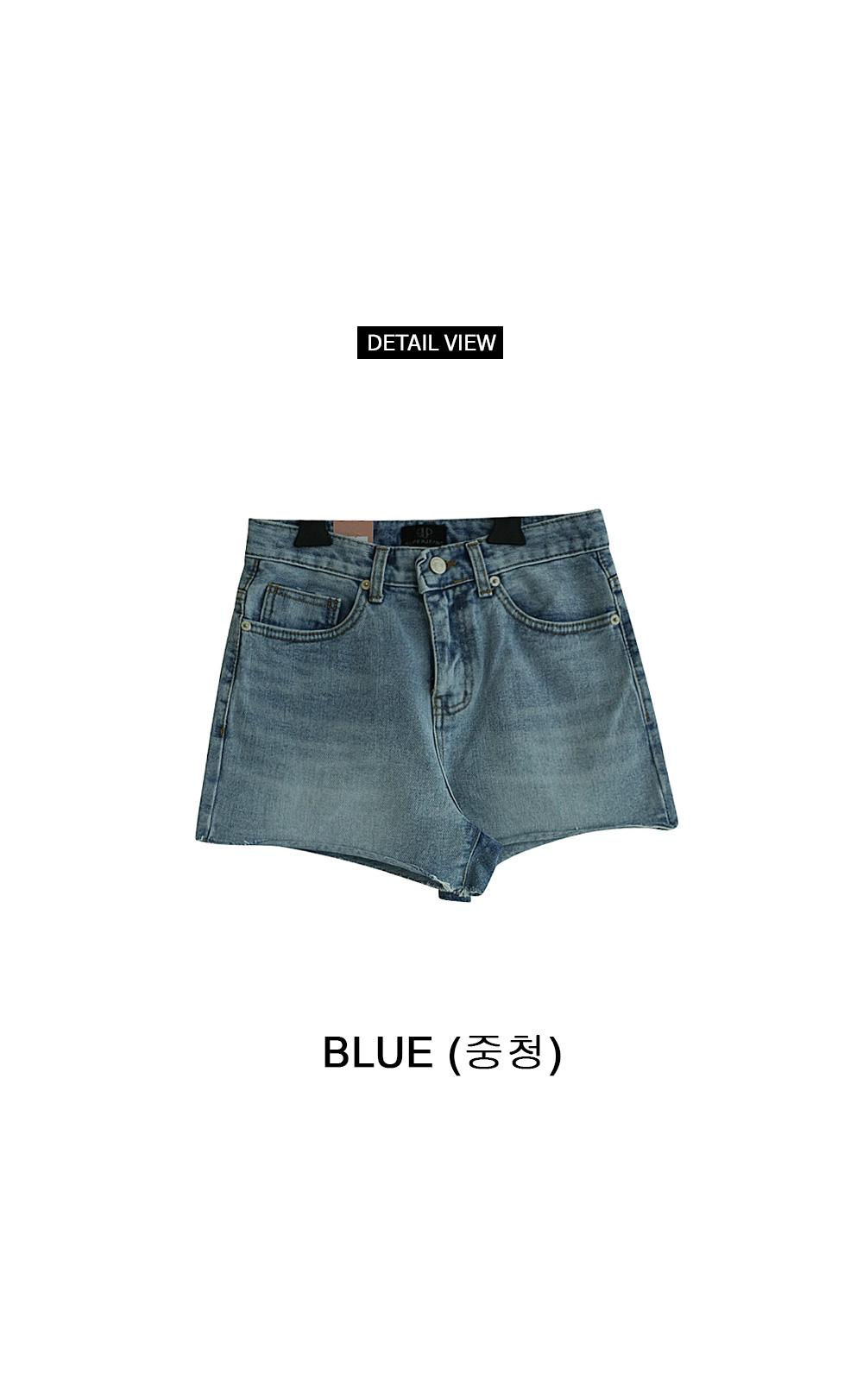 Date cut denim shorts