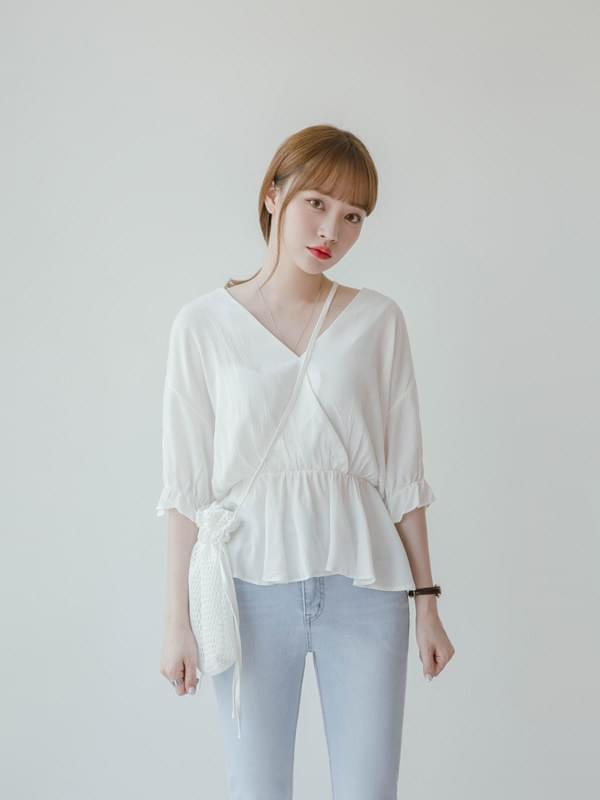Lap frilly blouse