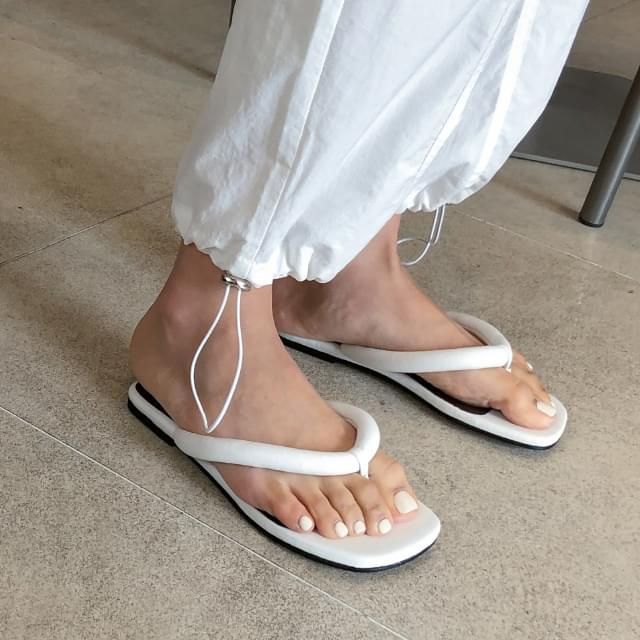 bold cushion strap flip-flop