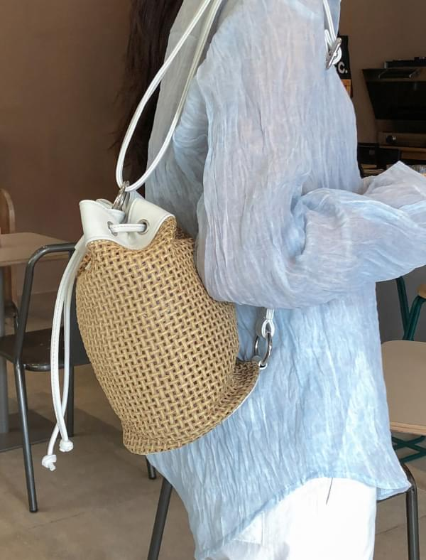 entry strap rattan bag