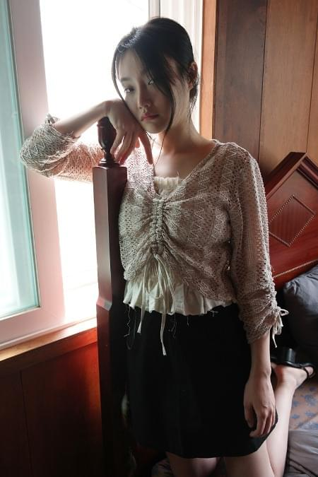 net texture shirring blouse