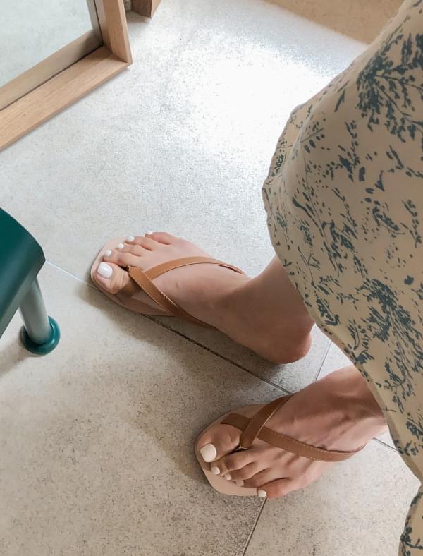 cross strap flip-flop slipper