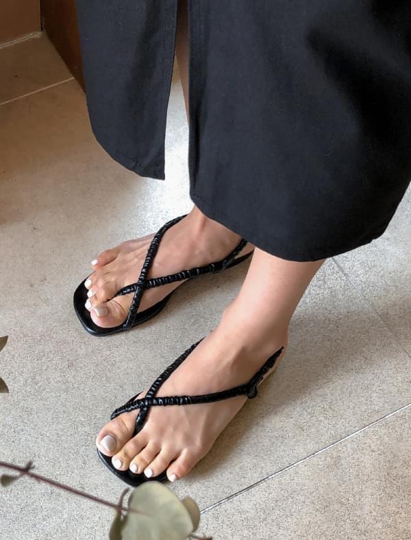 unique mood wrinkle sandal