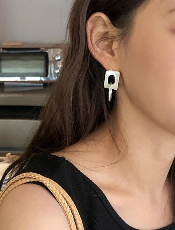 figure ring layered earring