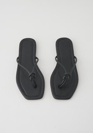 twist knot flip flops
