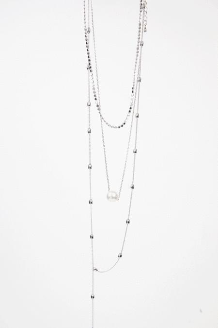 layering peal necklace