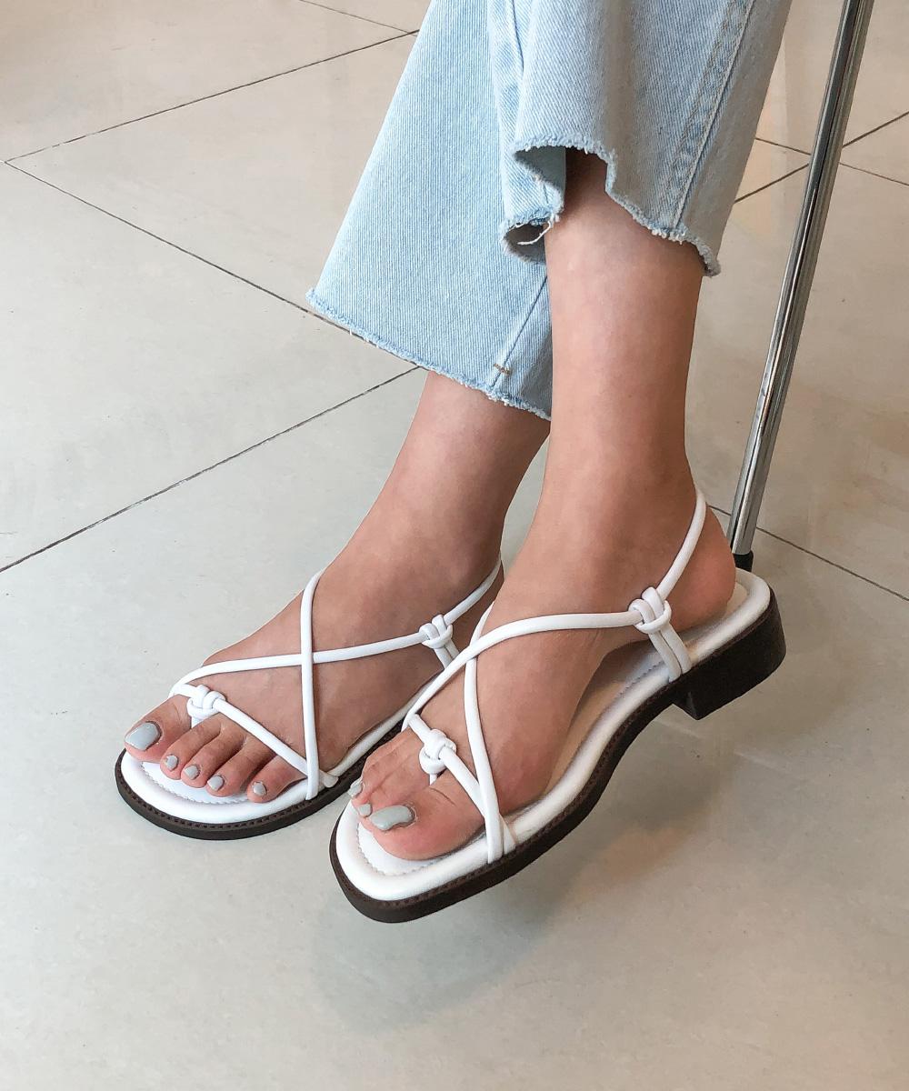 twist shape strap sandal