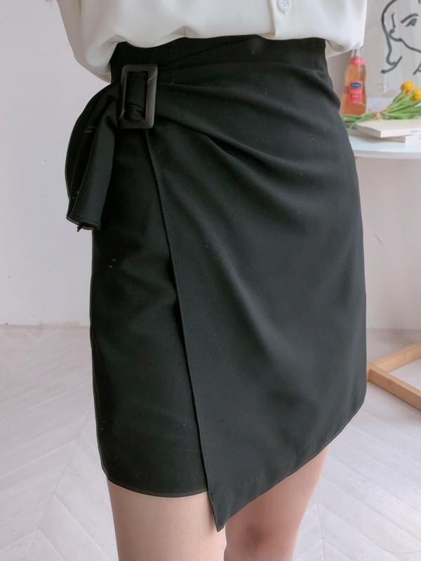 A sloping skirt