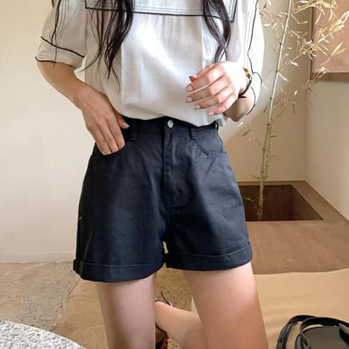 Almond Roll Up Shorts-Black Size M