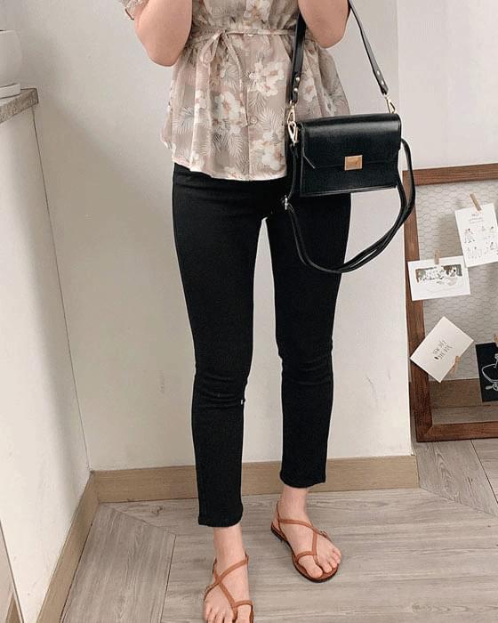 Skinny dated black pants