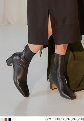 SLIM SQUARE TOE ANKLE BOOTS