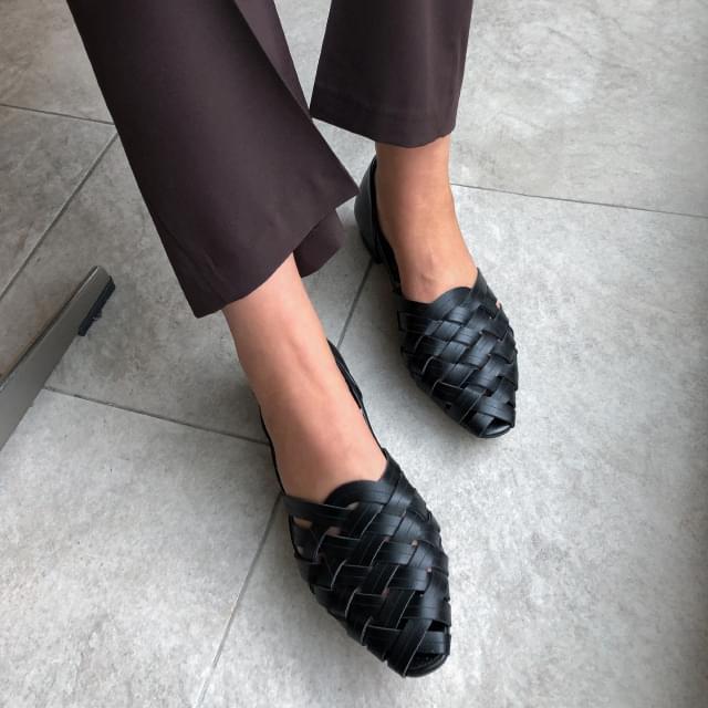 zigzag shape strap shoes