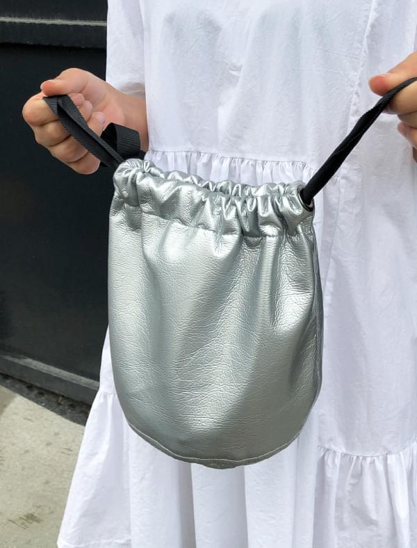 minimal enamel bucket bag