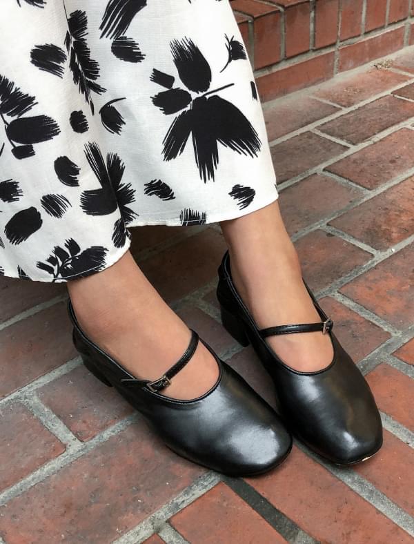 round shape flat shoes