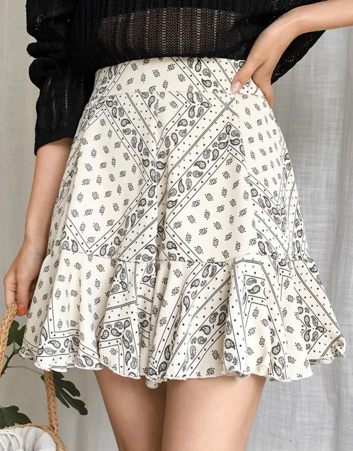 Incision paisley skirt
