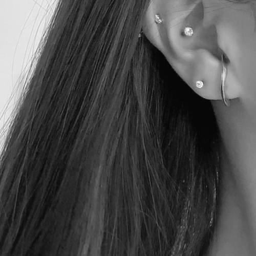彎曲面向C字金屬耳環