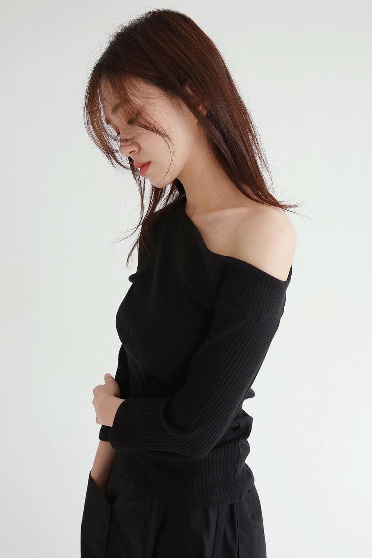 sensual neckline slim tee