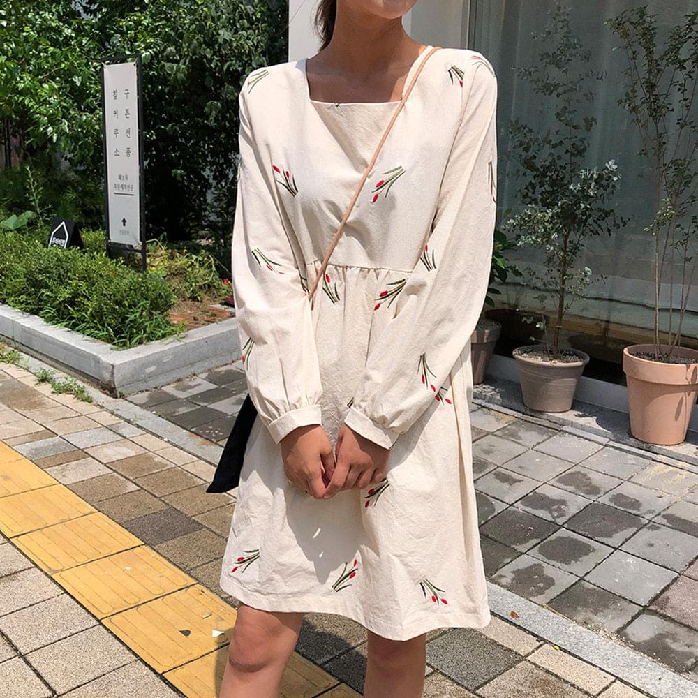 Tulip Embroidery Dress 洋裝