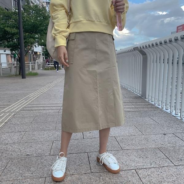 Two-line pocket skirt