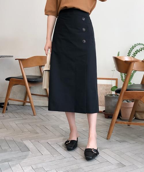 Elegant mood button skirt