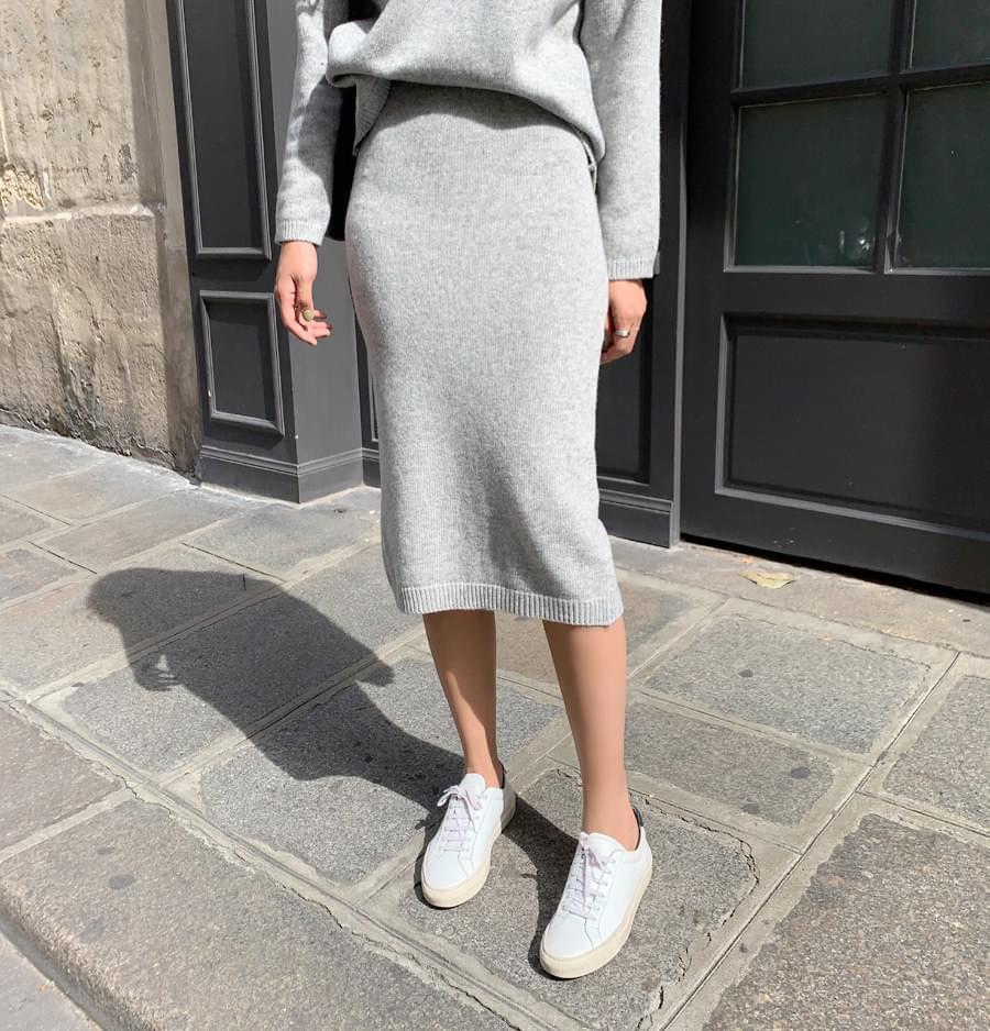 Needs knit skirt