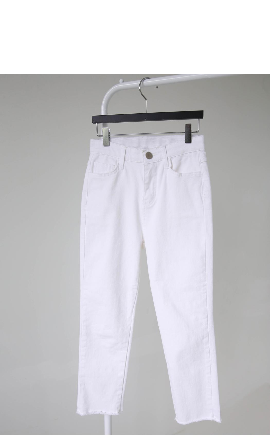 Peanut White 8 cropped pants