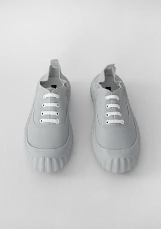 solid outsole sneakers