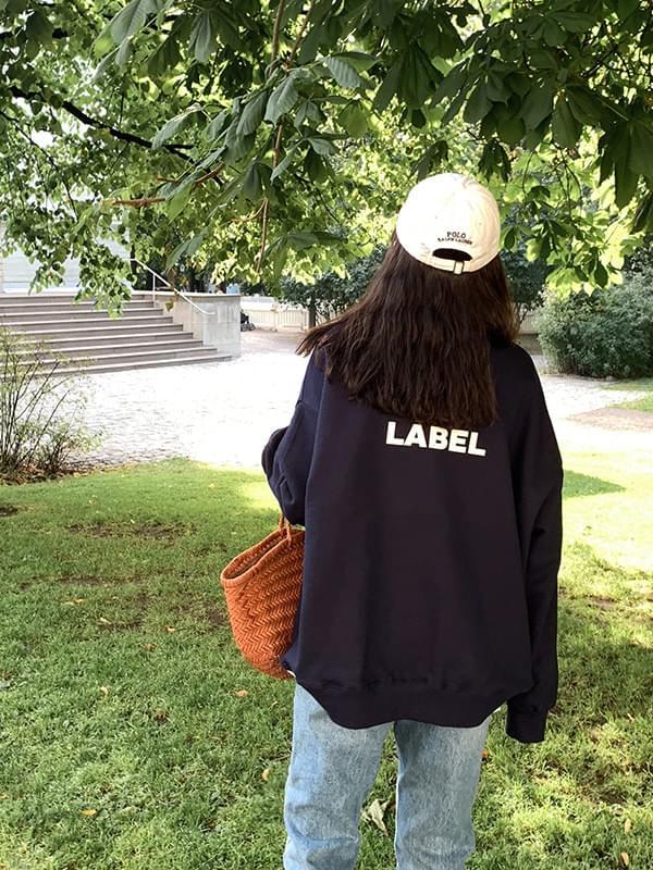 'LABEL' loose fit man to man