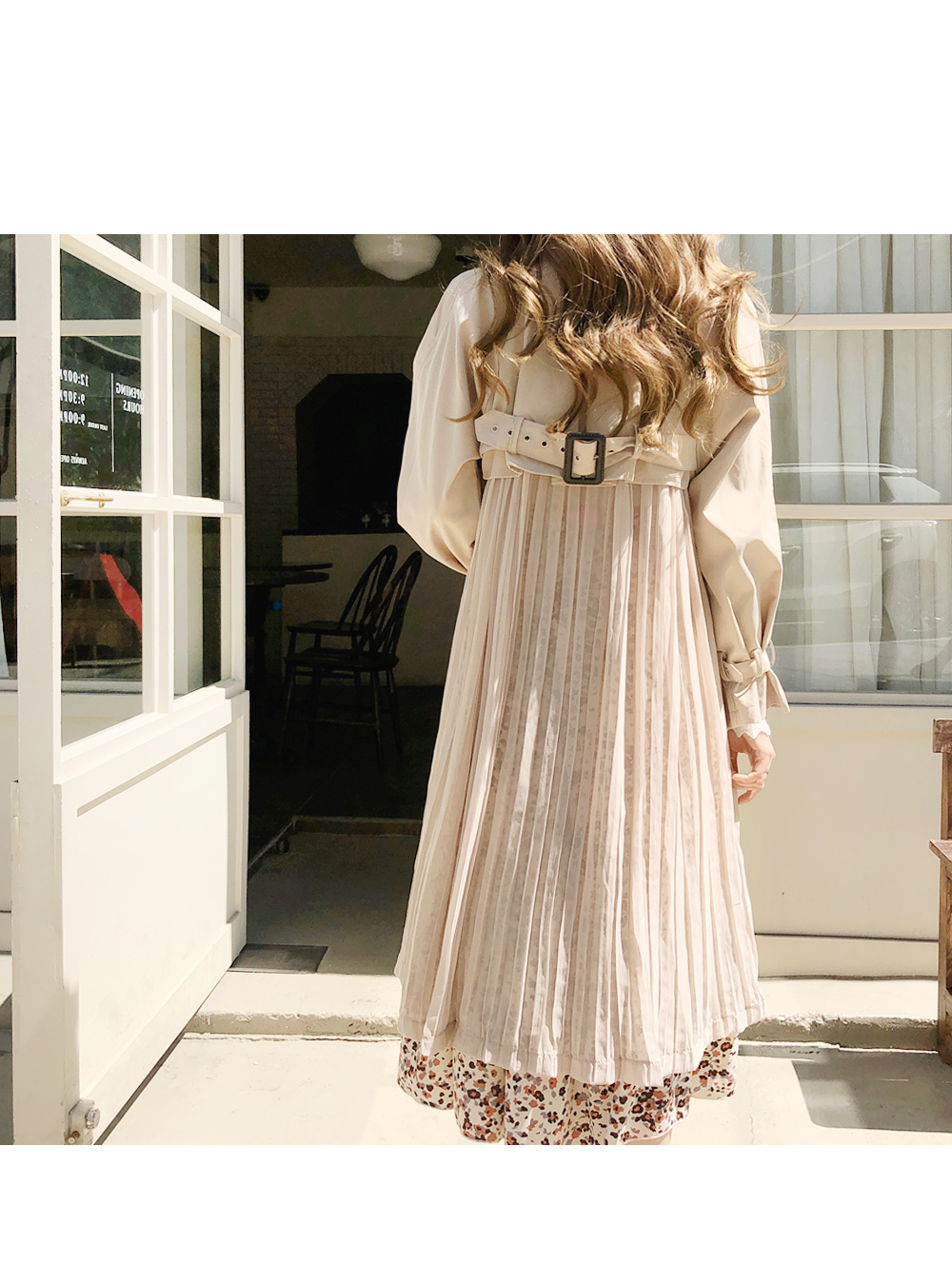 Rear line pleated trench coat