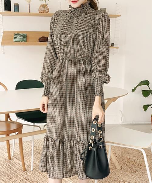 High necking dress
