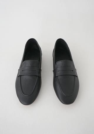 soft basic loafer