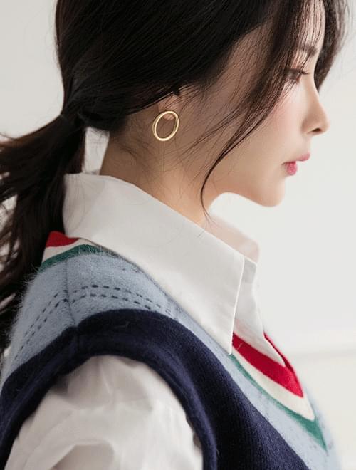 Simple circle earring