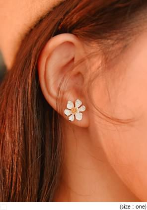CAMPO FLOWER EARRING