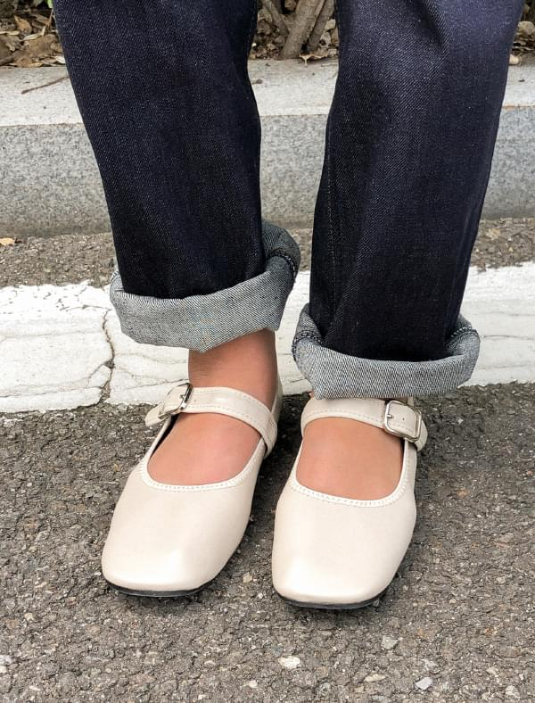 4 color strap flat shoes