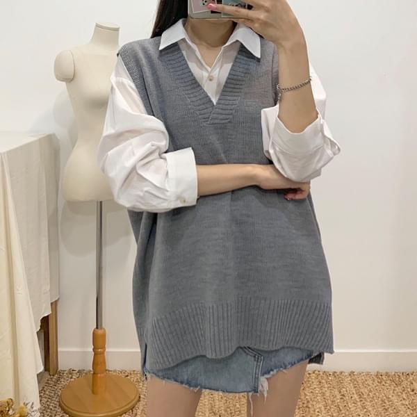 Pedi's V-neck knit vest